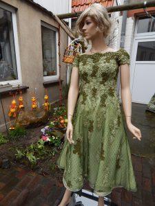 Brautkleid färben - gefärbtes Brautkleid in olivgrün von der Färberei Holtmann in Wittingen