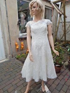 Brautkleid färben - Originalbrautkleid vor der Färbung in olivgrün