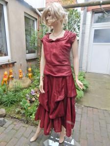 Färberei Holtmann Wittingen - Brautkleid gefärbt - Seide dunkelrot