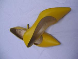 Färberei Holtmann Wittingen - Brautschuhe gefärbt gelb
